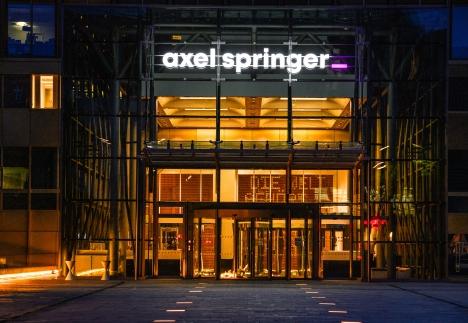Dunkle Wolken schweben über den Printbereichen von Axel Springer: 50 Mio. Euro sollen gespart werden/ Foto: Axel Springer SE